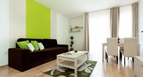 Corvin Plaza Apartments & Suites