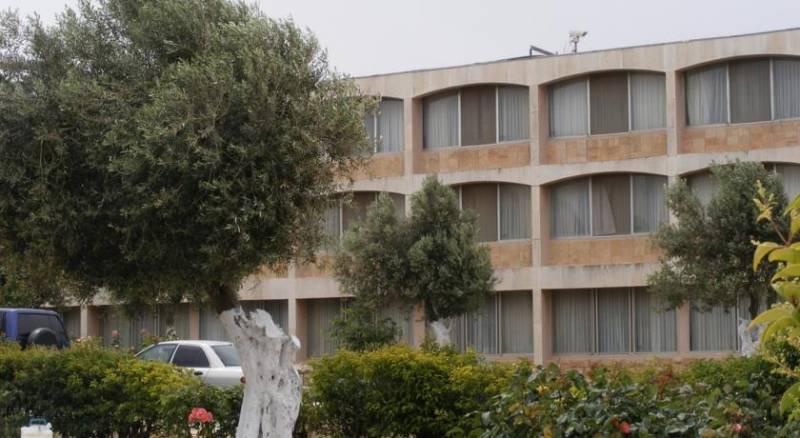 Seven Arches Hotel