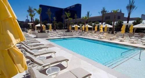 Jet Luxury at The Signature Condo Hotel