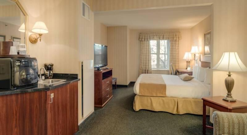 Best Western PLUS Roundhouse Suites Boston