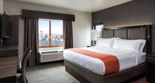 Holiday Inn Manhattan Financia