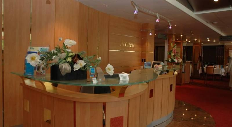 Brit Hotel Nantes La Beaujoire - L'Amandine