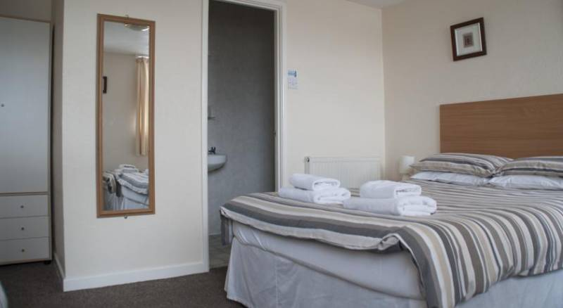 Chaplins Hotel - Guest house