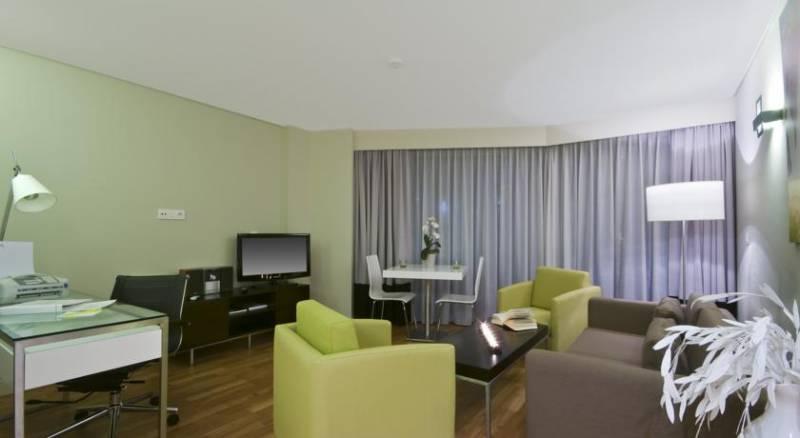 B-Aparthotels Montgomery