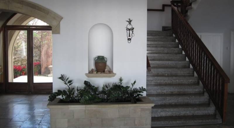 Axiothea Hotel