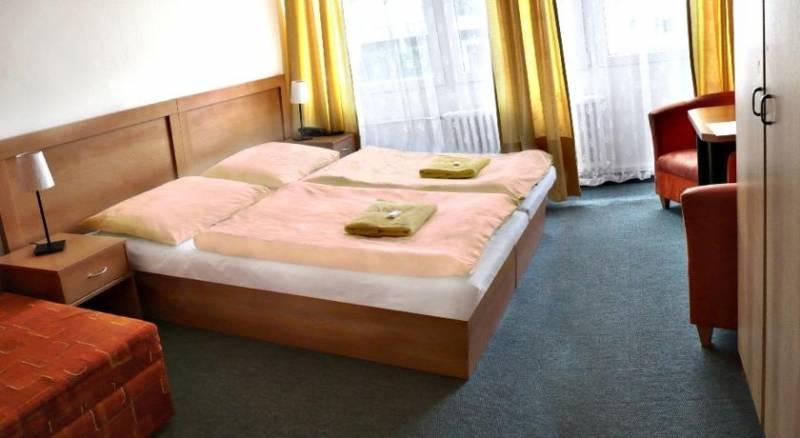 Hotel Plus