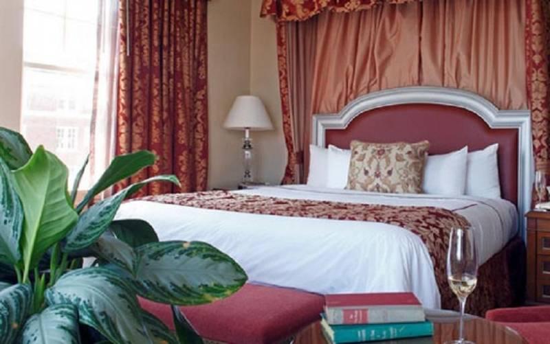 Warwick Melrose Hotel