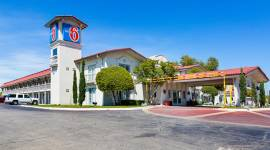 Motel 6 Dallas Market Center