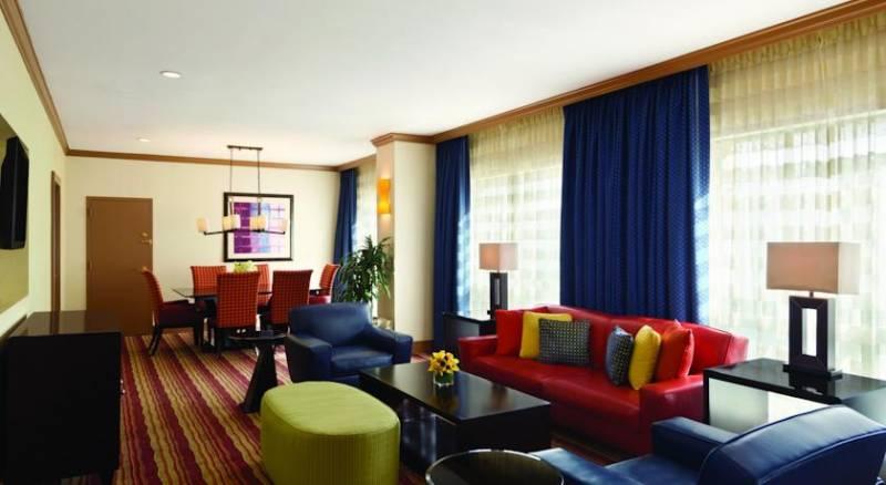 Hilton Suites Chicago/Magnificent Mile