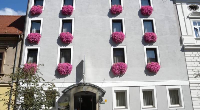 Hotel Pri Mraku