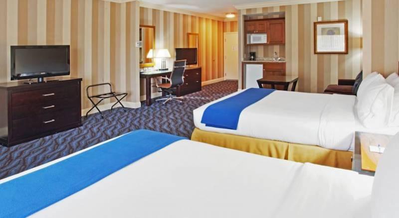 Holiday Inn Express Hotel & Suites Santa Cruz