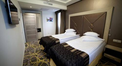 Exclusive Hotel & More