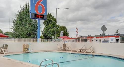 Motel 6 Portland Central