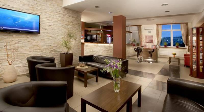 Extol Inn