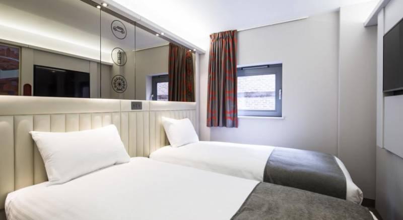 Tune Hotel - London, Canary Wharf