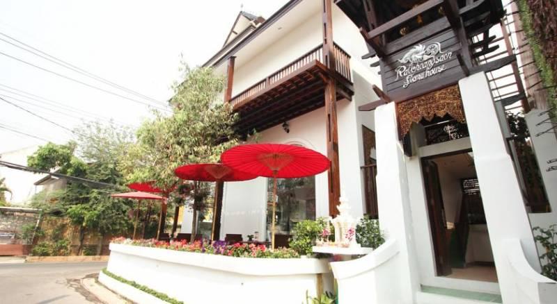 Ratchiangsaen Flora House
