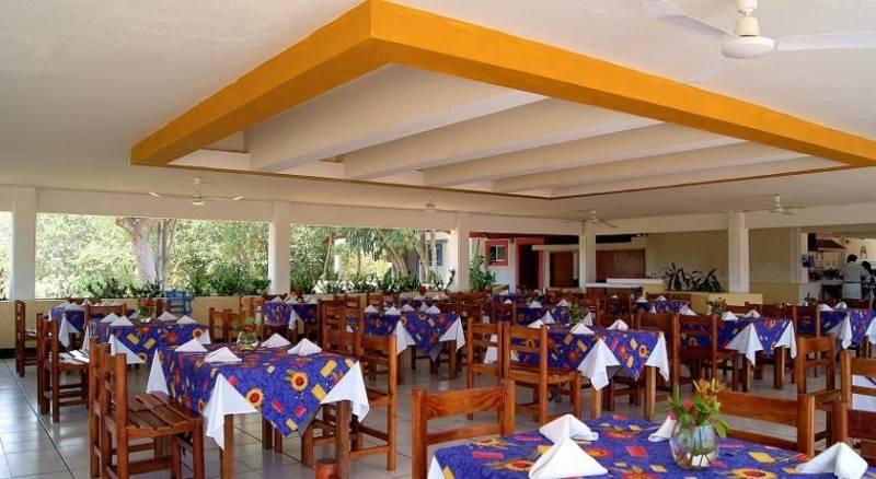 Qualton Club Ixtapa