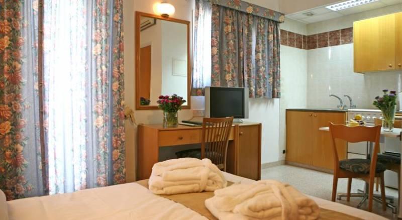 Chrielka Hotel Apartments