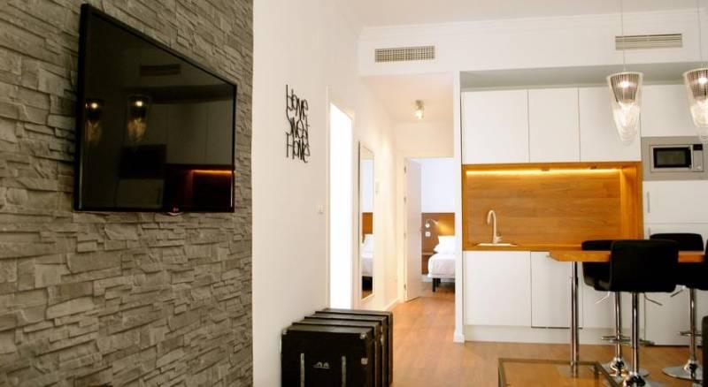 Minimal Rooms