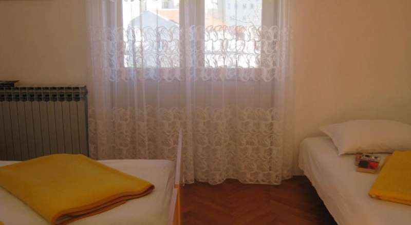 Apartments and Rooms Artemida