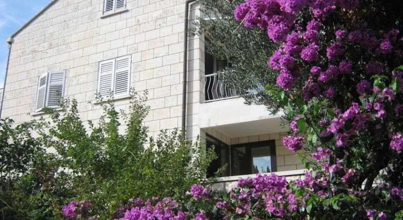 Apartments and Rooms Artemida
