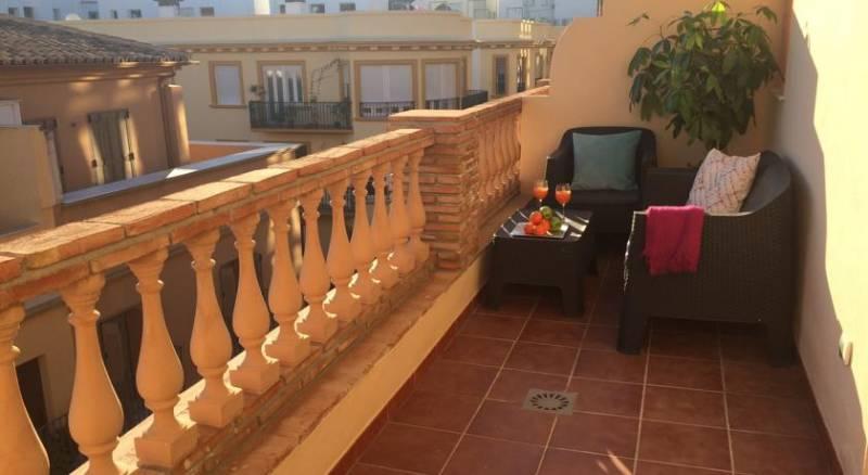 Life Apartments Alameda Colon
