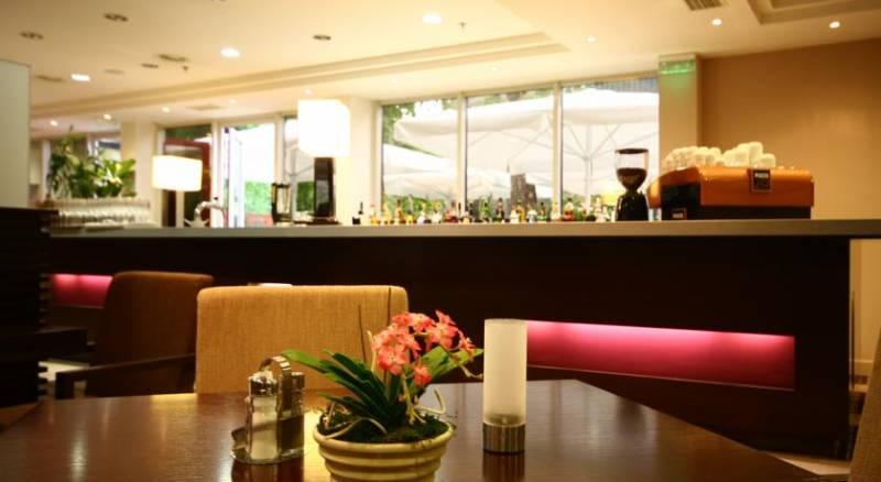 Lion's Garden Hotel
