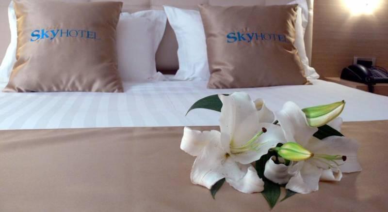Sky 2 Hotel