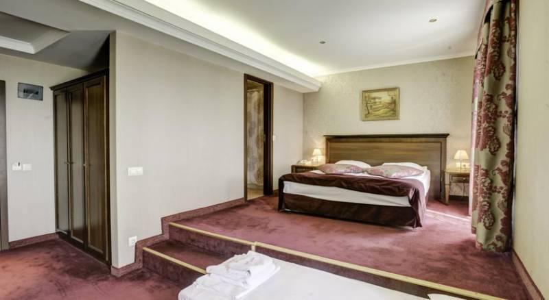 Yantra Grand Hotel