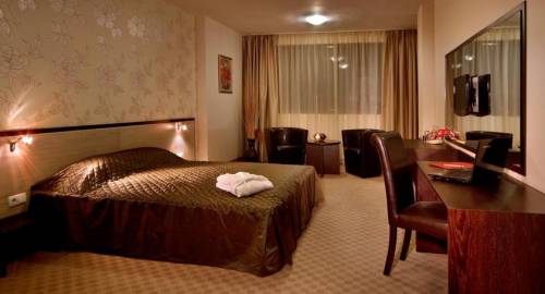 City Avenue Business Hotel