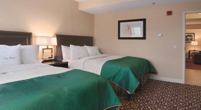 DoubleTree Suites by Hilton Detroit Downtown - Fort Shelby