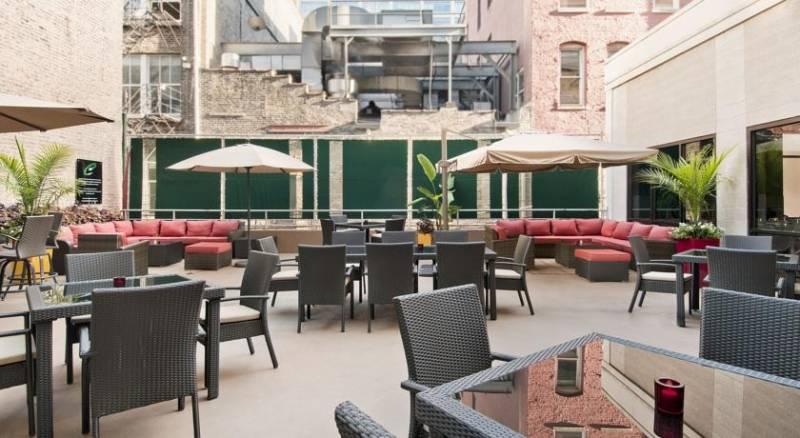 Hampton Inn & Suites Chicago-Downtown
