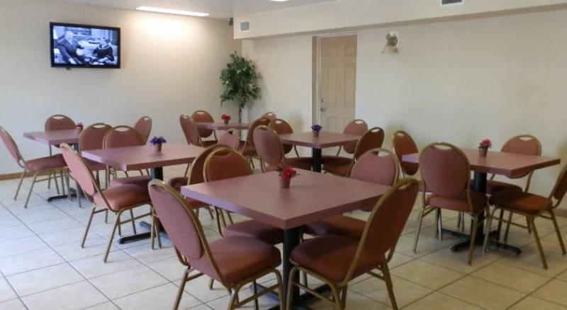 Roomba Inn & Suites - Daytona Beach