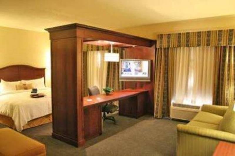Hampton Inn & Suites Indianapolis-Airport