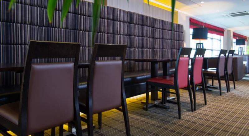 Holiday Inn Express London Luton Airport