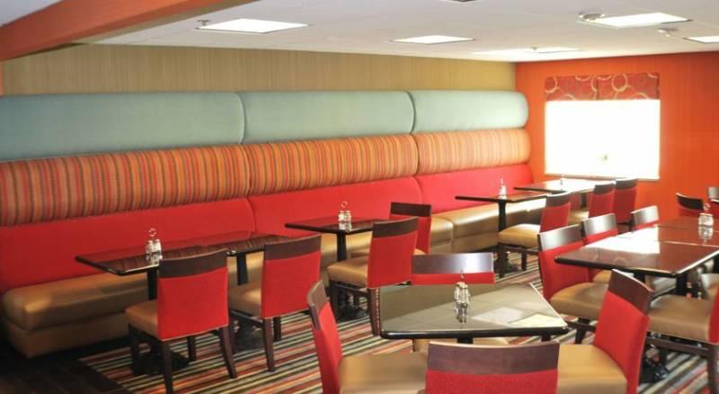 Holiday Inn Express Nashville W-I40