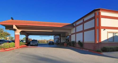 Best Western Plus Broadway Inn and Suites