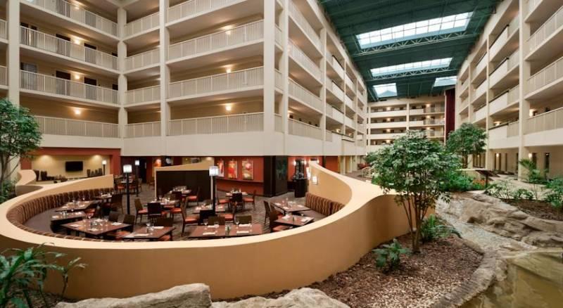 Embassy Suites Philadelphia - Airport