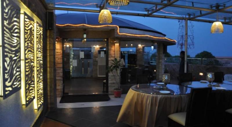 Hotel Crystal Inn