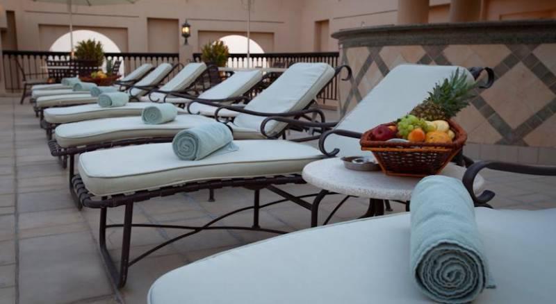 Mercure Grand Hotel Seef / All Suites