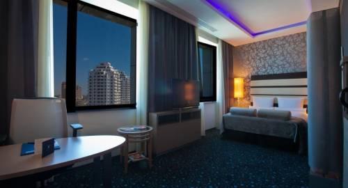 Chirag Plaza Hotel