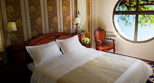 Continent Cron Palace Tbilisi Hotel
