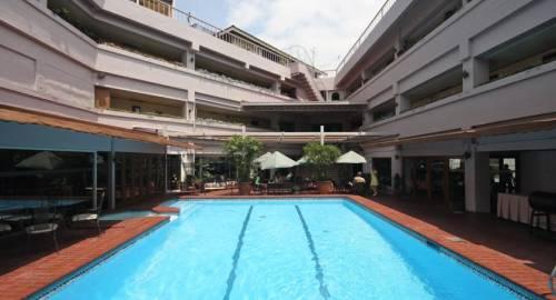 Oasis Park Hotel