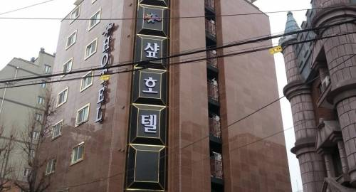 Sharp Hotel