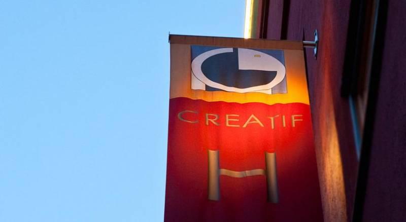 1st Creatif Hotel Elephant