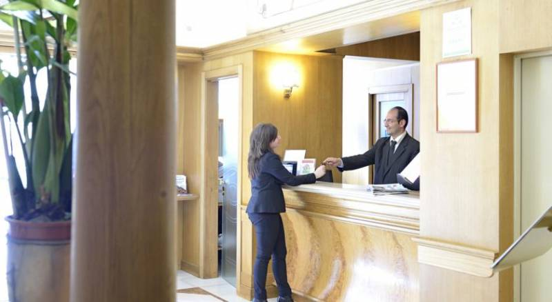 Europa Grand Hotel & Restaurant - Sea Hotels