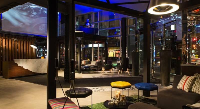 Renaissance Montreal Downtown, A Marriott Luxury & Lifestyle Hotel