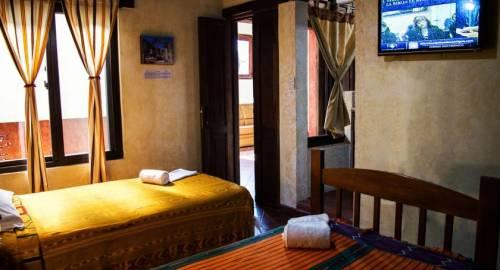 Hotel & Galeria Uxlabil Antigua