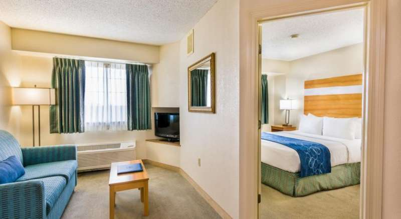 Comfort Suites Seven Mile Beach and Resort